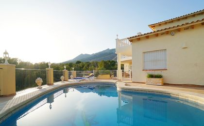 Ruime villa in Altea met prachtige zee- en berguitzichten!
