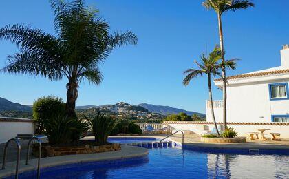 Woonst met groot dakterras en prachtige berg- en zee uitzichten te Calpe!